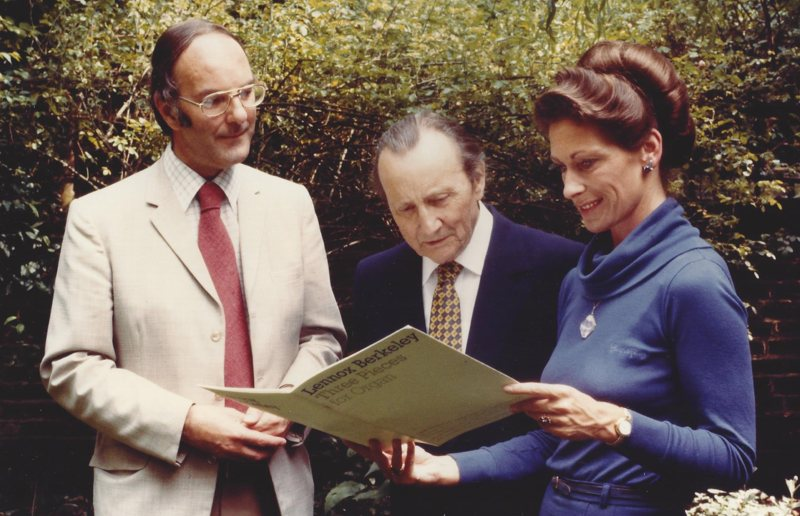 With Sir Lennox Berkeley and Jennifer Bate, 1982, discussing her forthcoming recording of organ works by Berkeley and Dickinson (<em>photo: Malcolm Crowthers</em>)